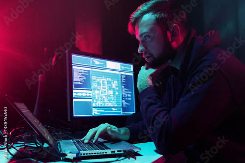 Hackers breaking server using multiple computers and infected virus ransomware Fototapet
