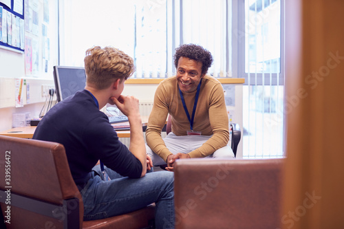 Fotografía Male College Student Meeting With Campus Counselor Discussing Mental Health Issu