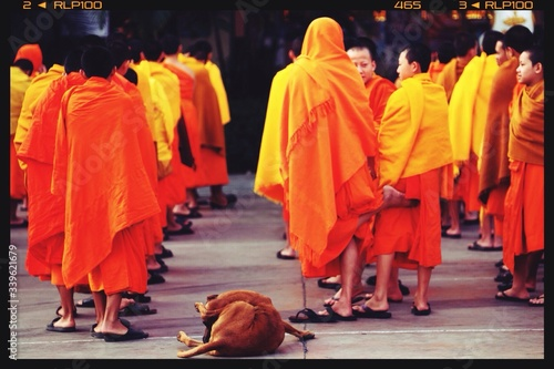 View Of Large Group Of Monks Fototapet