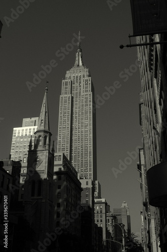 Low Angle View Of Empire State Building In City фототапет