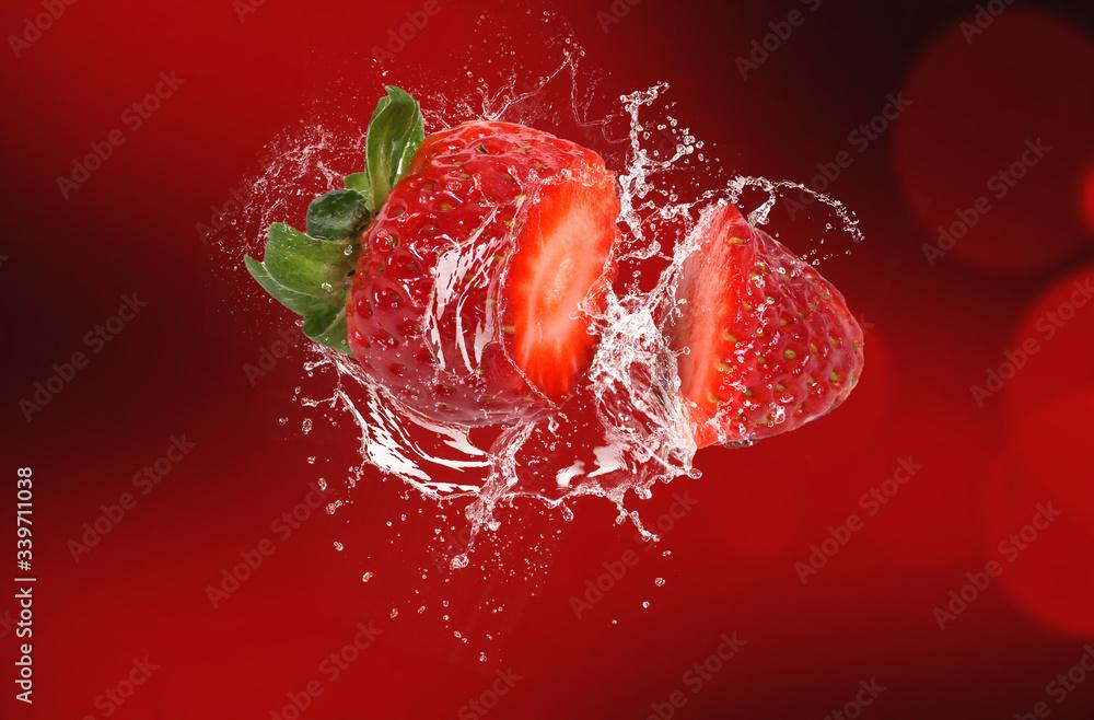 Fototapeta splashing strawberry