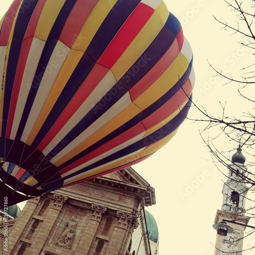 Photo Low Angle View Of Hot Air Balloon By Cathedral At Asiago