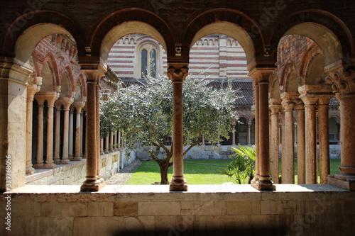 Fototapeta Arch In Basilica Of San Zeno On Sunny Day obraz