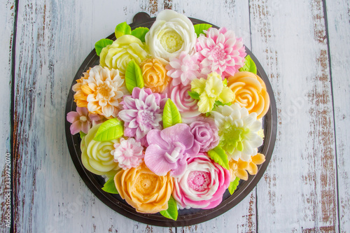 Photo Jelly cake or Agar agar cake decorate with soft colorful flower on top