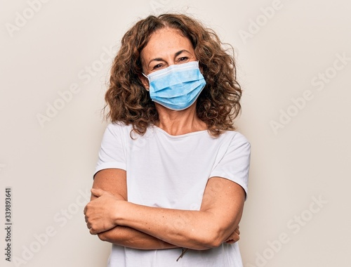 Papel de parede Middle age woman wearing coronavirus protection mask for covid-19 epidemic virus happy face smiling with crossed arms looking at the camera