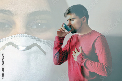 Man with inhaler asthma and a doctor during the coronavirus crisis Fototapeta
