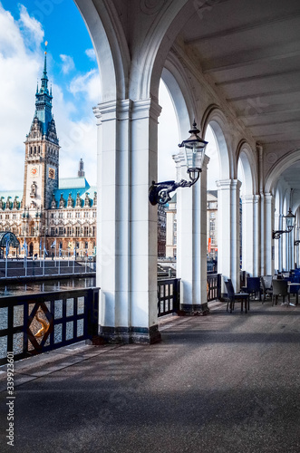 Tablou Canvas Empty Corridor By River Against Hamburg Town Hall