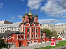 Moscow. Zaryadye Park. Cathedral, Bell Tower And Buildings Of The Znamensky Monastery, Chambers Of The Old English Court, Kitaygorodskaya Wall.