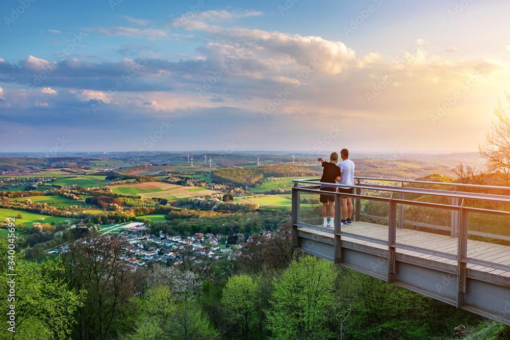Fototapeta Saarland – Blick vom Schaumberg mit Aussichtsplattform über Tholey und Landschaft –View from Schaumberg with Platform and Landscape