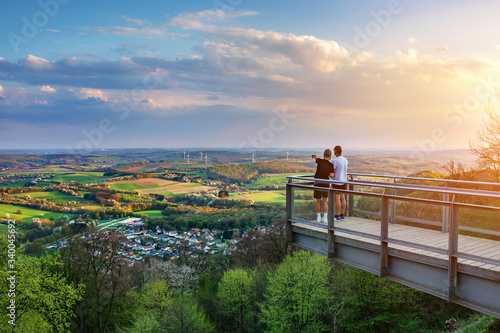 Saarland – Blick vom Schaumberg mit Aussichtsplattform über Tholey und Landschaf Billede på lærred