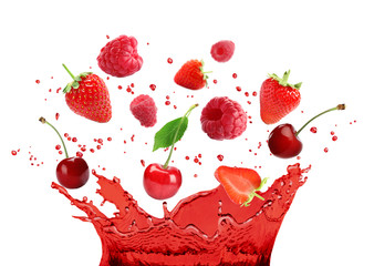 Panel Szklany Podświetlane Do cukierni Delicious ripe berries falling in juice with splashes on white background