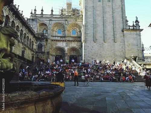 Foto People On Steps At Santiago De Compostela Cathedral