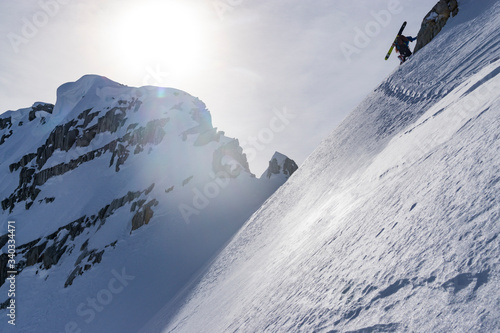Photo Low Angle View Of Extreme Skier On Mountain