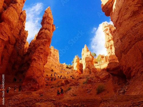 Tela Low Angle View Of Rock Formations Against Blue Sky At Bryce Canyon National Park