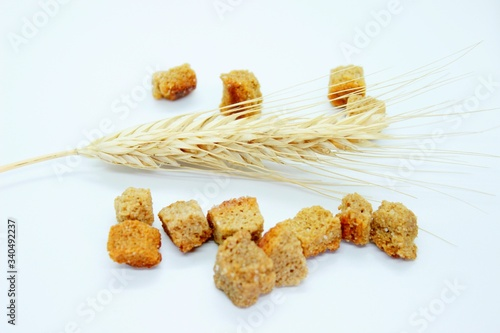 Obraz na plátně Salted rye crackers and rye earare are located on a white background