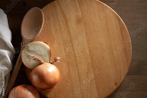 Fototapeta onion on cutting board obraz