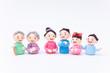 手作り紙粘土人形 老夫婦と家族の集まる様子
