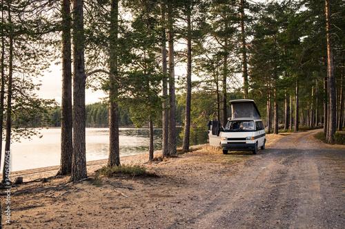 Camper Van at the lakeside and beach Fototapete