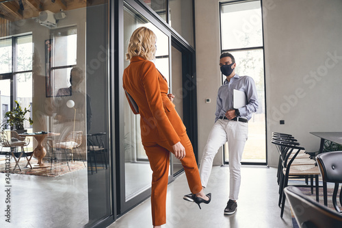Fotografija Man with a laptop meeting his female coworker
