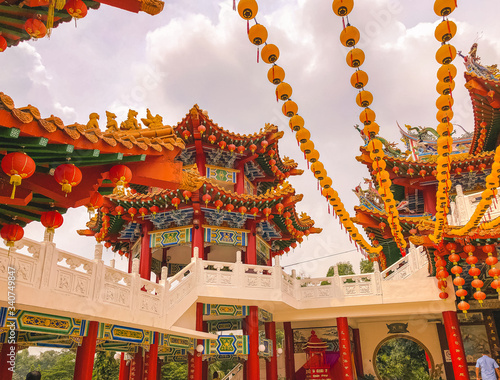 chinese dragon on the roof of temple in kuala lumpur malaysia Canvas Print
