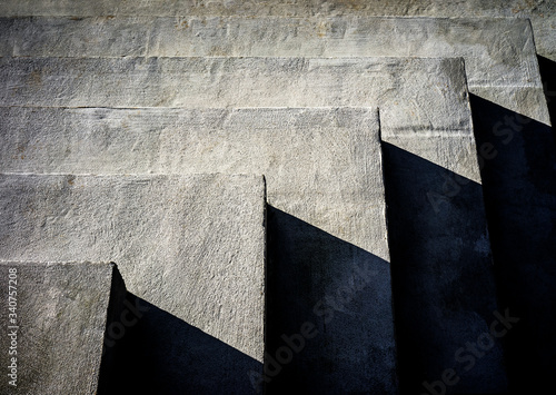 Photo Concrete steps with harsh shadows
