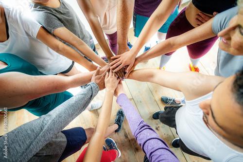 Fototapety, obrazy: Teamwork at the gym