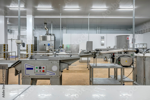 Photo new interior of a packaging production line at a semi-finished factory