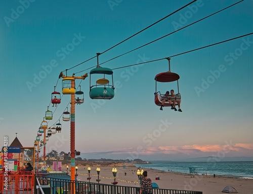 Fotografia Beach boardwalk with an amusement park taken in Santa Cruz, CA
