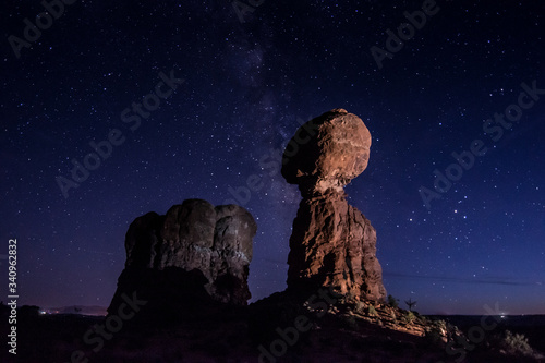Canvas-taulu Low Angle View Of Rock Formations In Arches National Park Against Star Field