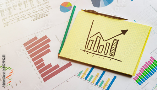 Fotografía financial charts on which lies a notebook with a chart diagram up