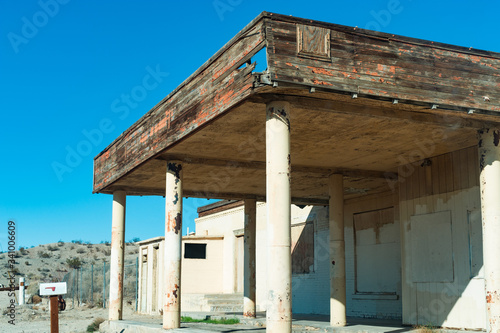 Old abandoned building on route 66 in southern California Wallpaper Mural