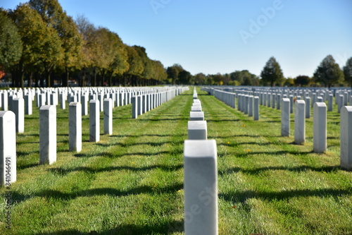 Valokuvatapetti Row Of Tombstones At Fort Snelling National Cemetery Against Blue Sky