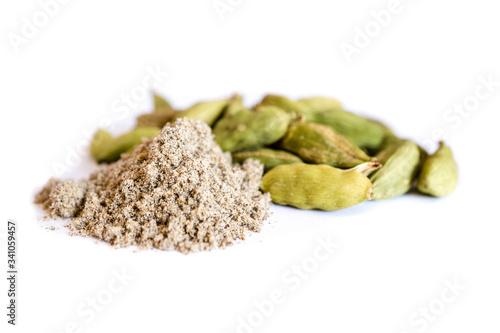 Fototapeta Spice green cardamom powder whole capsules isolated on white background obraz