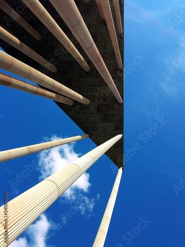 Fotografiet Directly Below View Of Angular Building
