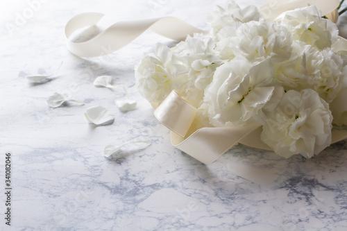 Photo 白い花 カーネーションの花束
