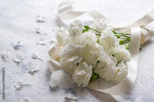 白い花 カーネーションの花束 Canvas Print