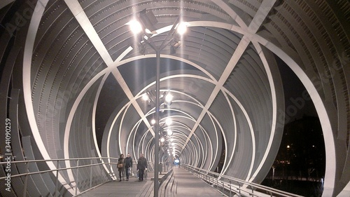 Photo People Walking At Illuminated Arganzuela Bridge