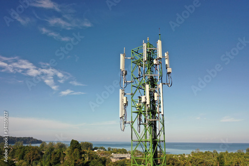 4G and 5G telecommunications tower Fototapete