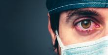 Coronavirus, Medico Stanco Che Piange. Primo Piano.