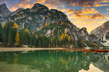 Fototapeta Rzeki i Jeziora Lago di Braies lake and Seekofel peak at sunrise, Dolomites. Italy