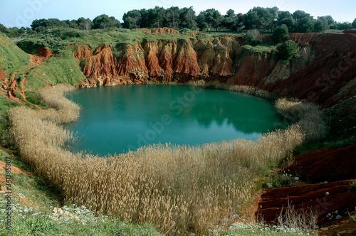 Paesaggio sul lago di bauxite ad Otranto nel Salento sud Italia Canvas Print
