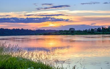 Fototapeta Wschód / zachód słońca sunset over the river