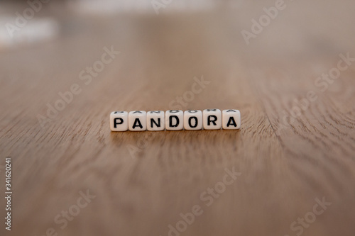 Платно Pandora