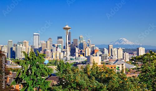 Fototapeta Seattle skyline and Mt Rainier on a clear day