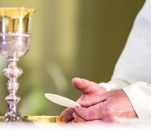 Host That In The Hands Of The Priest, As In The Hands Of Pope Francis, Becomes The Body Of Christ