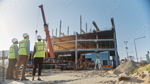 Diverse Team of Specialists Inspect Commercial, Industrial Building Construction Site Fototapete