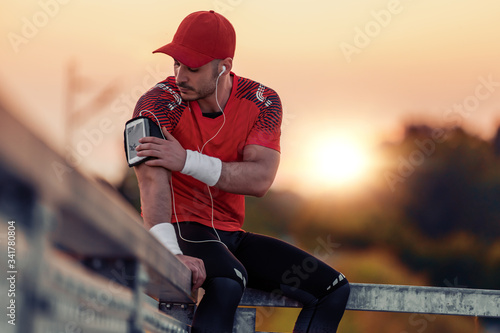 Athletic sportsman resting after training Tablou Canvas