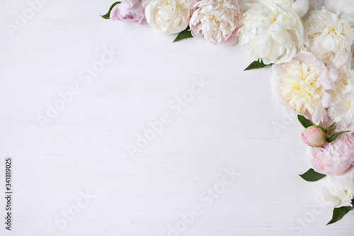 Light pink and white peonies on a white wooden background Canvas-taulu