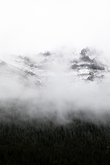 Fototapeta Do sypialni mountain with snow and fog