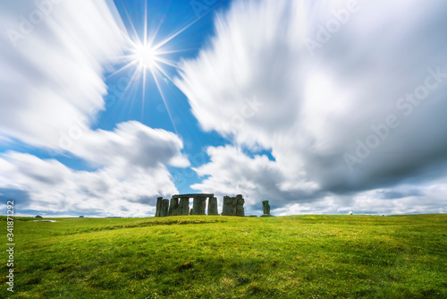 Salisbury, England 18 apr 2017 Stonehenge an ancient prehistoric stone monument near Salisbury, Wiltshire, UK Fototapet